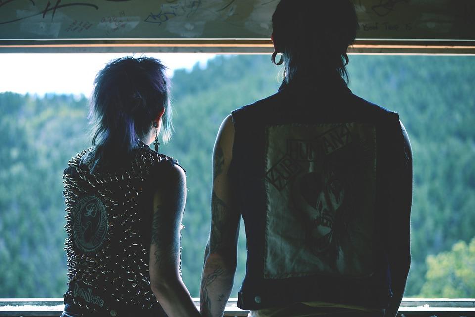 De lyckliga kompisarna – svensk punk när den är som bäst